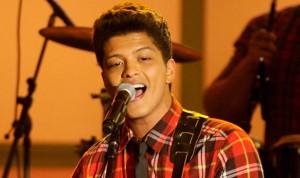 performing, live, concert, celebrity, billboard 100, hot musician, radio, mtv, vh1